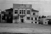У подруму ове зграде је био затвор у коме су мучени и убијани Ћупричани