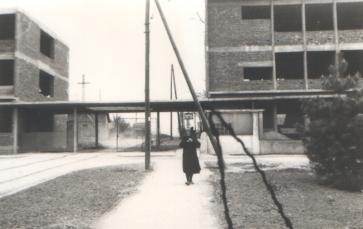 Улаз у болницу - десно је породилиште