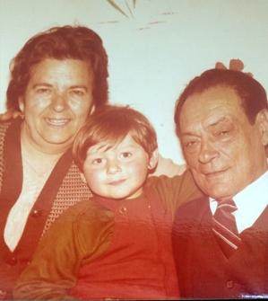 baba Smilja i deda Nikola sa unukom Nikolom