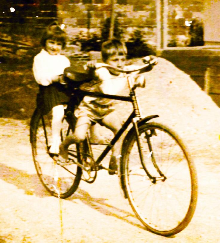 brat i sestra na bicikli