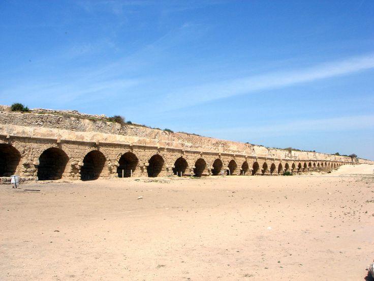 1280px-Caesarea_Maritima_aqueduct
