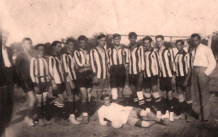 Dusan Crevar 1942 treci s leva