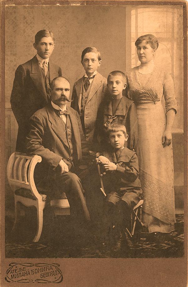 Тома Ђ. Цинцар-Јанковић са породицом, Београд 1912.