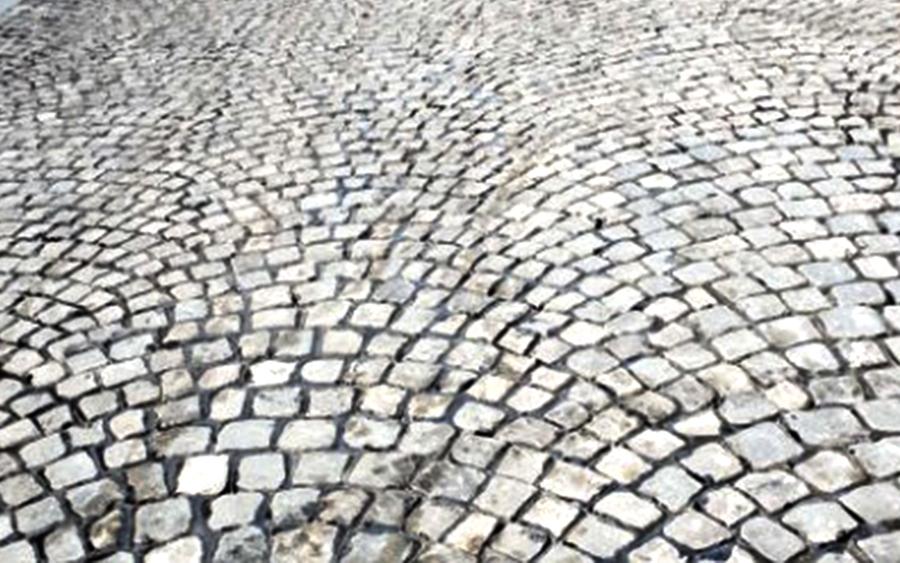 Kaldrma granitna kocka na ulici