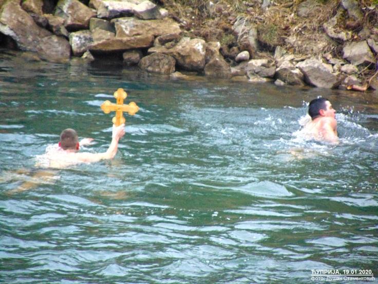 Cuprija pobednik sa krstom